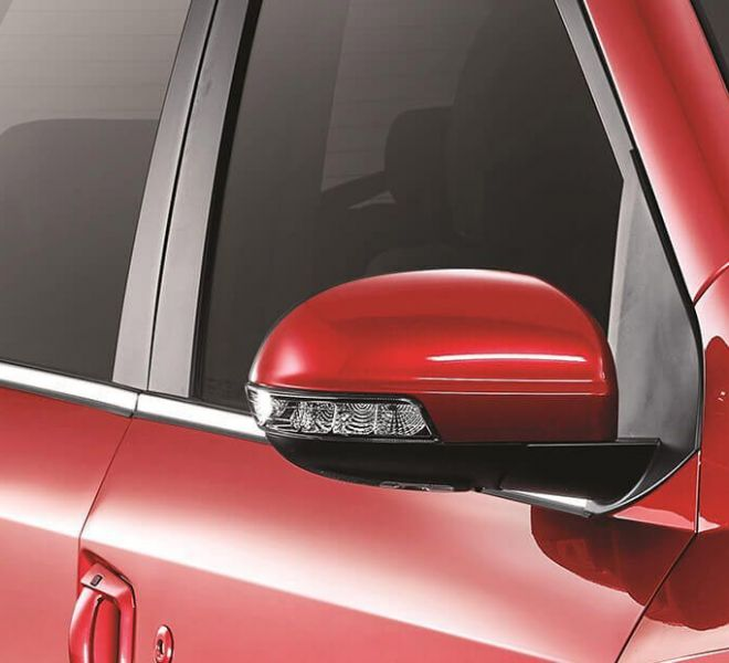 Automotive Mahindra XUV500 Exterior-14